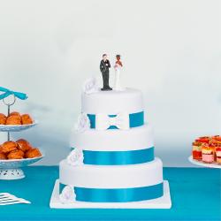 Wedding cake à ruban bleu turquoise et fleurs blanches 3 étages