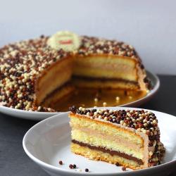 un délicieux layer cake garni de nutella  ! on n'y résiste pas !