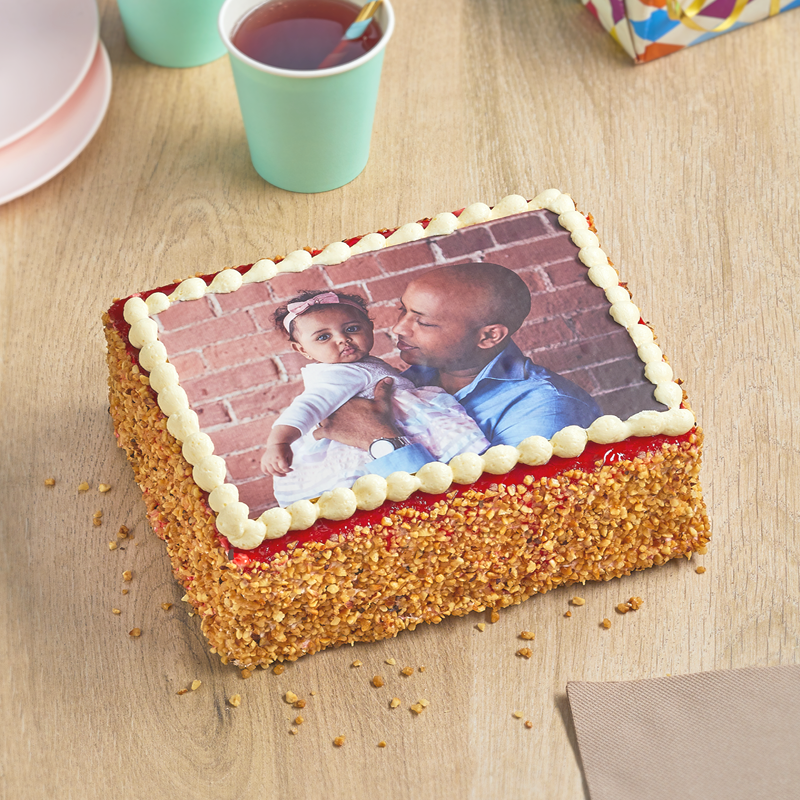Délicieux gâteau photo à la framboise - personnalisez votre gâteau - pâtisserie La Romainville